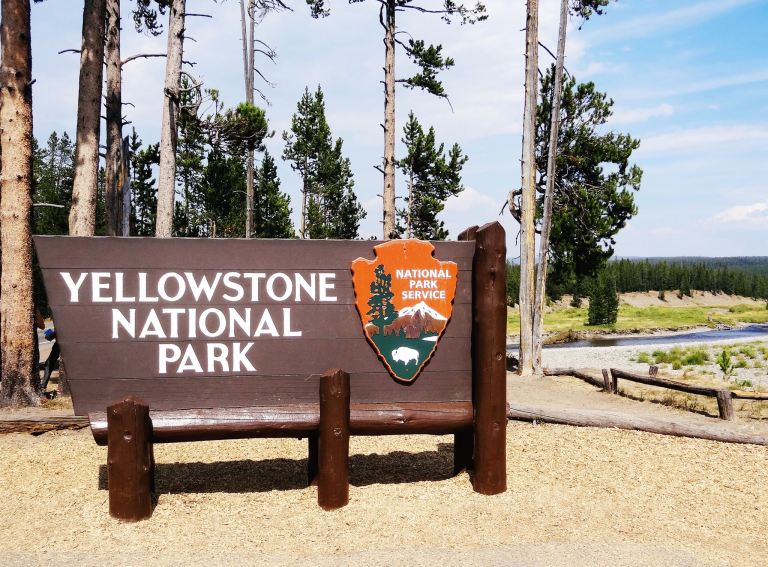 yellowstone-entrance
